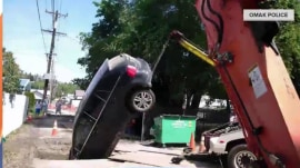 Husband drives car into sinkhole; wife posts it on Facebook