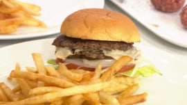 Smashed burgers are more flavorful: Here's how to make them