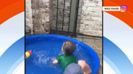 Watch Carrie Underwood's 1-year-old son belly-flop in kiddie pool