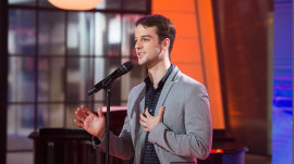 Broadway star Ryan Vona sings original song 'There Can Be Light'