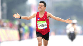 Runner, 41, comes in second-to-last in marathon – and wins internet