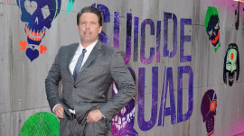 Ben Affleck has wardrobe malfunction at 'Suicide Squad' premiere