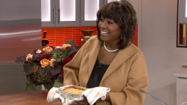 Watch Patti LaBelle debut her peach cobbler in a TODAY Food surprise appearance