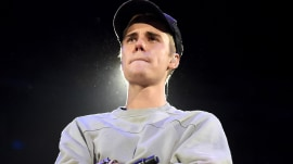 Justin Bieber walks off stage after boos from fans