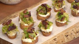 Bobby Flay's easy make-ahead Thanksgiving appetizers: Crostini, pumpkin soup, more