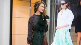 Pleated skirts, bright pants, white boots: 5 style trends to brighten your December