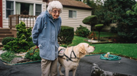 Day in the life of a WWII veteran and her service dog