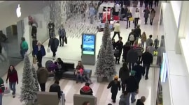 Last-minute holiday deals draw shoppers to stores as Christmas nears