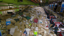 Last-minute Christmas crunch: 5 things to know about shipping, shopping