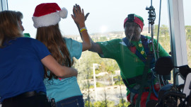 Window-washing Santa, elves surprise sick kids at hospital