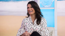 Idina Menzel: 'Beaches' remake will still have 'Wind Beneath My Wings'
