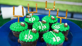 Jazz up your Super Bowl party: Mini concession stand and other ideas