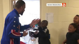 'Handshake teacher' Barry White Jr. teams with Harlem Globetrotter to delight kids