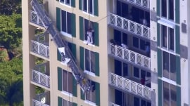 Watch: Worker left dangling after scaffold collapse