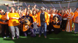 Al Roker and the University of Tennessee celebrate new Guinness record