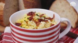 How to make scrambled eggs in a mug