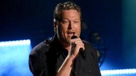 Blake Shelton surprises fans in Nashville bars after CMT Awards