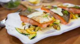 Make salmon with summer squash and dill sauce: It's quick and delicious