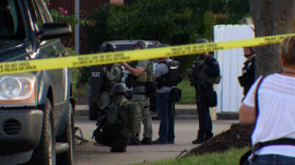 Man with machete holds people hostage at Tennessee bank