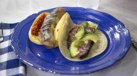 Make Italian sausages with provolone, brisket tacos for your tailgating party