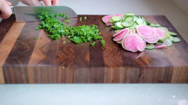 3 easy ways to clean your cutting board
