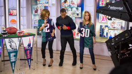Victor Cruz teaches Kathie Lee and Hoda his end zone dance