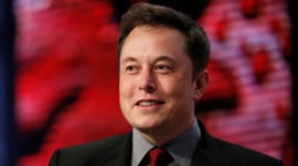 Elon Musk says SpaceX rocket may fly to Mars next year