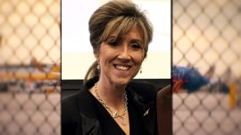 Pilot Tammie Jo Shults hailed as hero after safely landing Southwest flight