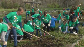 More than 100,000 volunteer nationwide on Comcast Cares Day
