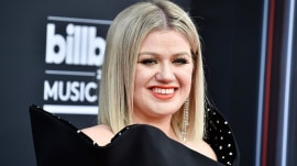 Billboard Music Awards red carpet: Kelly Clarkson, Jennifer Lopez, more