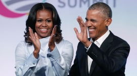 Former President Obama and Michelle Obama sign Netflix deal