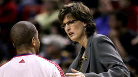 Anne Donovan, basketball Hall of Famer, dies at 56