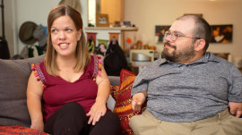 Couple with dwarfism talk about parenting, happiness