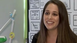 Stranger gives teacher $500 for students after overhearing her emotional conversation