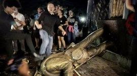 UNC protesters topple Confederate 'Silent Sam' statue