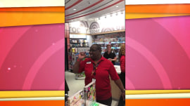 TODAY airport store worker makes travelers smile with songs