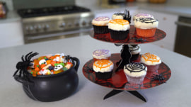 These spider web cupcakes are a frighteningly easy Halloween treat