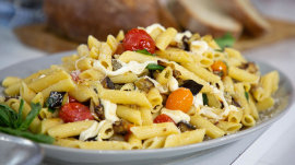 Chef Katie Lee makes an easy vegetable pasta
