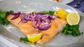 Sandra Lee makes baked salmon, stockpot salad, smoothies