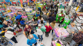Black Friday frenzy: Shoppers expected to spend over $1 trillion
