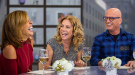 Howie Mandel gives KLG and Hoda a peek into his cell phone