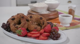 Joy Full Eats | Make Joy Bauer's Skinny Cinnamon Raisin Bagels