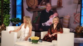 Goldie Hawn and Kate Hudson have a blast filling in for Ellen