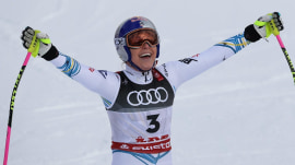 Lindsey Vonn wins bronze in final ski race of her career