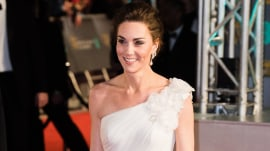 Kate Middleton stuns in white 1-shoulder gown at BAFTAs