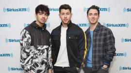 Nick Jonas offers a behind-the-scenes look at 'Sucker' video