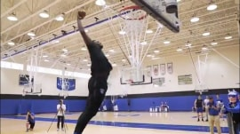 Duke star Zion Williamson dunks in couple's gender reveal video