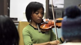 Violinist brings classical concerts to homeless shelter