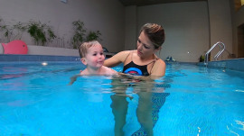 Water safety tips for kids: Dylan takes son Calvin for a swim lesson