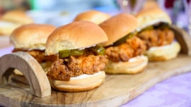 Kentucky Derby recipes: Make fried chicken sliders, cheese grits